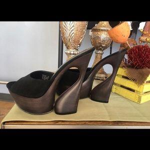Shoes - New Vintage Pleaser Swan Heels size 7